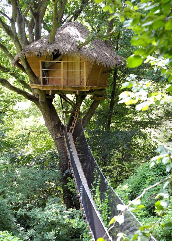 cabane dans les arbres pour deux week end romantique en amoureux. Black Bedroom Furniture Sets. Home Design Ideas